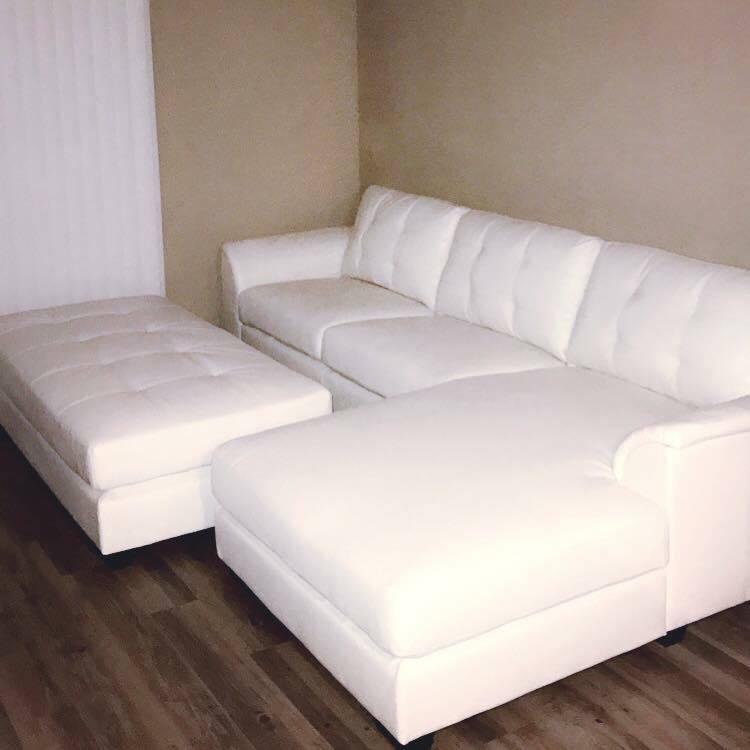 Home Furniture Distribution Center: Biscayne Sectional Sofa & Ottoman Set